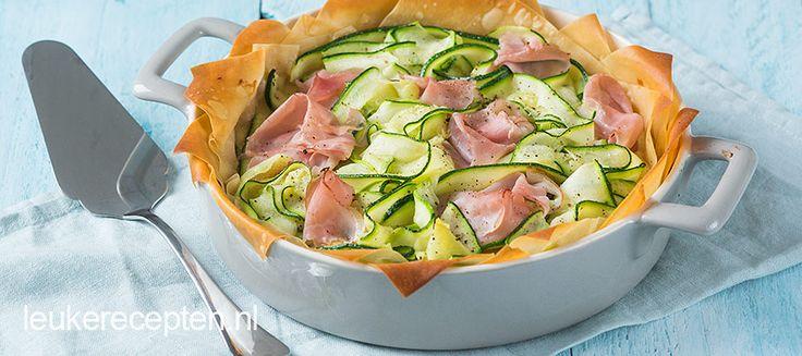 Krokante hartige taart met een zachte vulling van ricotta en courgette linten, heerlijk voor tijdens Pasen!