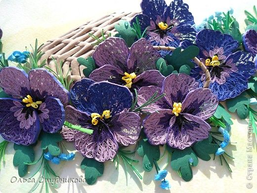 ~Quilled Pansies~   One of my all time favorite flowers.  Adore these quilled ones!