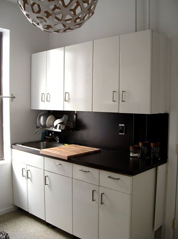 10 ways we 39 ve disguised ugly rental kitchen countertops for Can you paint formica kitchen cabinets