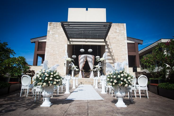 Dreams Riviera Cancun has some of the nicest and innovative ceremony and reception options available in the resort destination wedding world. I was so impressed when visiting to see so many unique .. #lizmooreweddings #lizmooredestinationweddings #Lizmooremexico #lizmooredreamsrivieracancun.