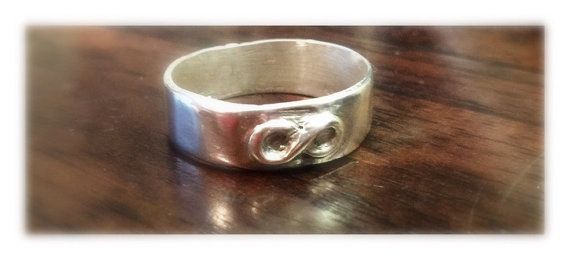 Infinity Ring Band // Wedding Ring // by BlackDogDesignsAU on Etsy
