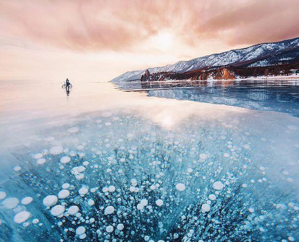 地球の神秘を感じる!女性写真家がとらえたロシアの【バイカル湖】の幻想的な光景