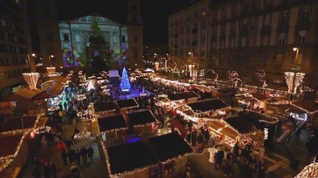 Dívány - Karácsony - Nézze meg, hogy fest egy karácsonyi vásár a magasból!