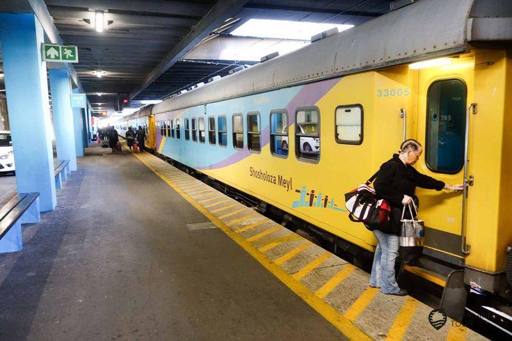 Mit dem Shosholoza Meyl Zug quer durch Südafrika Mit dem Shosholoza Meyl Zug durch Südafrikas wunderschöne Landschaften fahren ist nicht traumhaft schön, sondern auch ein kleines Abenteuer. Mit dem Flugzeug ist die Strecke Kapstadt nach Johannesburg in knappen zwei Stunden erledigt, aber dann hat man nichts gesehen. Wenn man es eilig hat, dann ist das klar die beste Variante. Ich möchte...