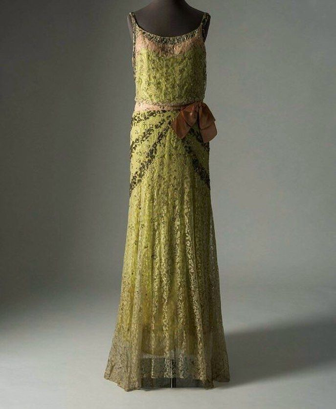 Lace evening dress by Molyneux, ca. 1930s. From the Fashion Museum, Bath