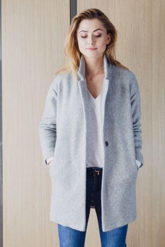 Oversizowy płaszcz, wykonany z wysokiej jakości miękkiej wełny.