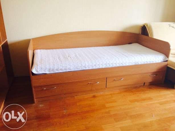 Кровать односпальная со спинкой и выдвижными ящиками Киев