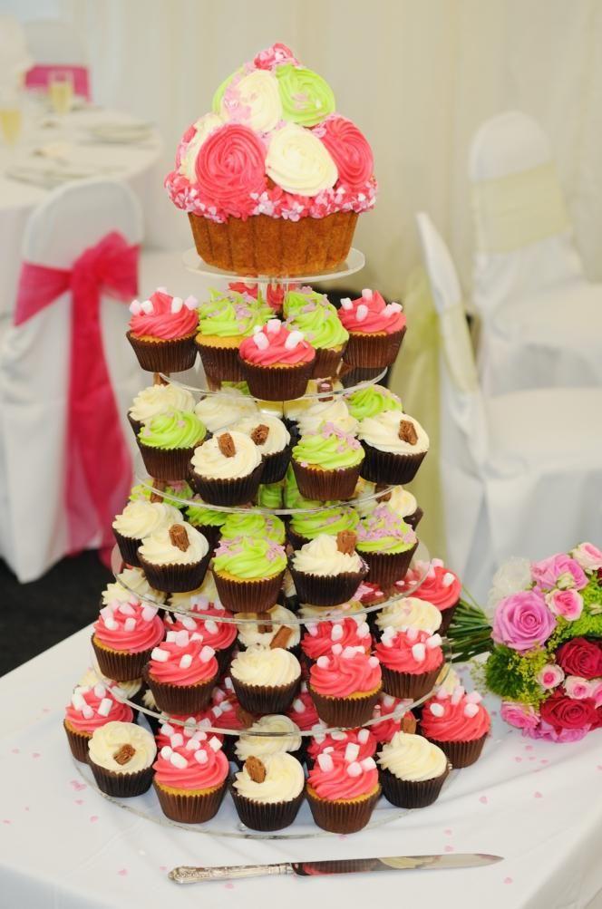Høy kake laget av cup cakes  http://kakene.no