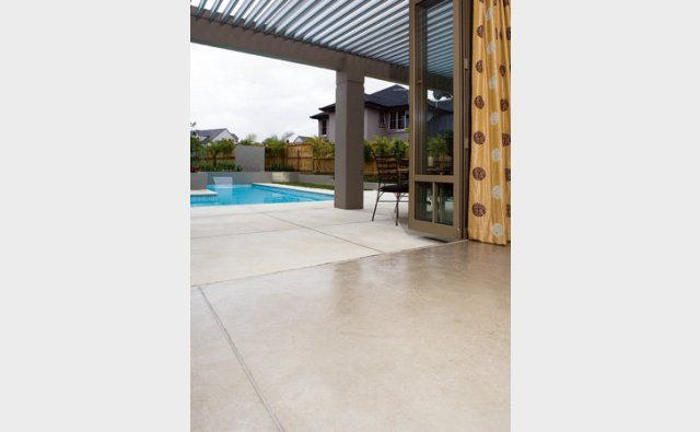 PFL #155 oxide is used to create a beautiful indoor / outdoor flow, with big 1.2m cuts