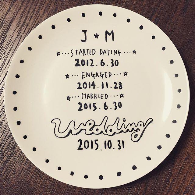 * 買ってあったらくやきマーカーで、何を思い立ってかいきなり作りました。 ウェルカムディッシュ?っていうんでしょうか?( ்▿்) そろそろウェルカムスペースどんな感じで飾るか実際に見てみないとごちゃごちゃしそう/(^o^)\ * そして本当に洗っても落ちないところに感動✨ * #結婚式準備 #結婚式 #ウェルカムアイテム #ウェルカムスペース #らくやきマーカー #プレ花嫁