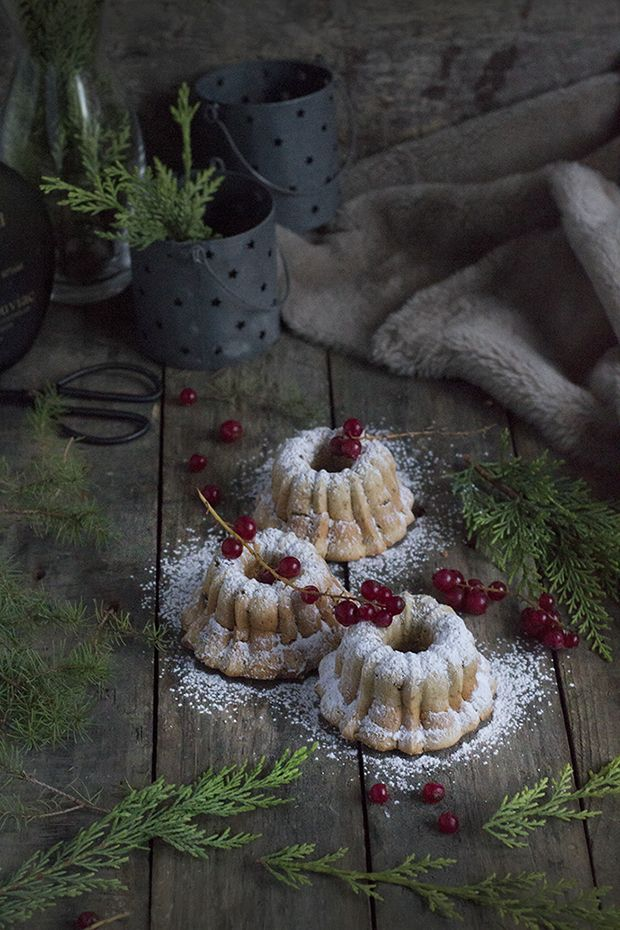 Mini bundts de nueces y pasas para Navidad.