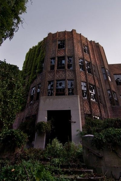 one of my favorite things is abandoned buildings   they are creepy cool