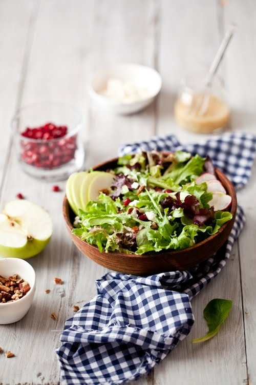 mixed green salad with craisins, apple slices, gorgonzola, and pecans ...