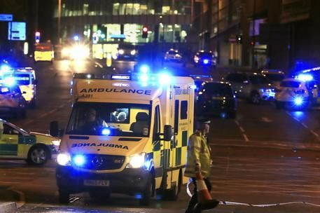 Blog d' informazione curiosità e giornalismo: Manchester Arena, esplosione dopo concerto: morti ...