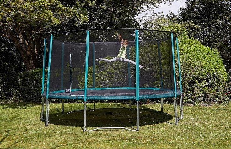 Una cama elástica para tu jardín - https://www.decoora.com/una-cama-elastica-jardin/