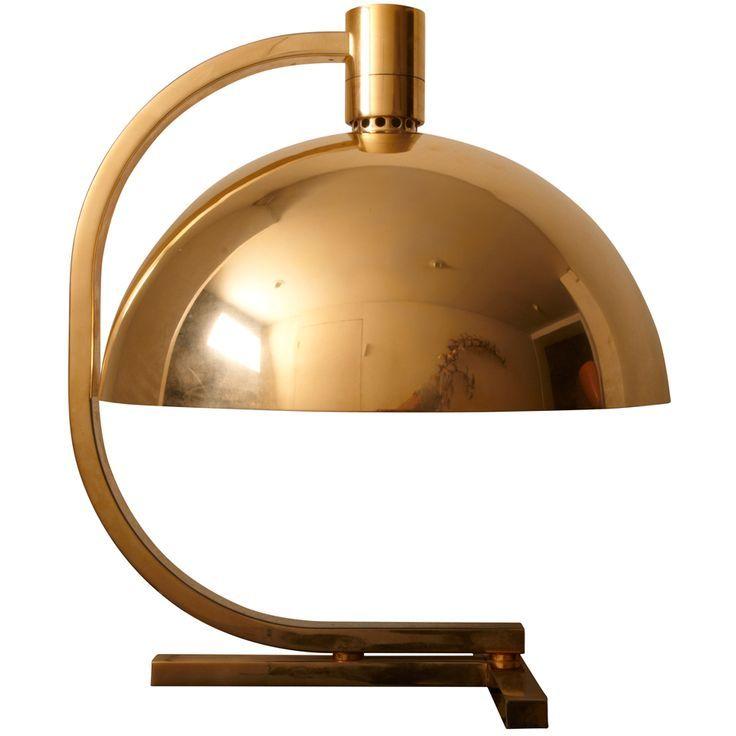 Franco Albini (1905 - 1977) was een Italiaanse Neo-rationalistische architect en ontwerper. Zijn creatie: het moderne meubeldesign werd  samengevoegd door het Italiaanse traditionele vakmanschap. Hij gebruikte als grondstoffen, goedkope materialen.   Het betekende  een elegant design gebaseerd op een minimalistische esthetiek.