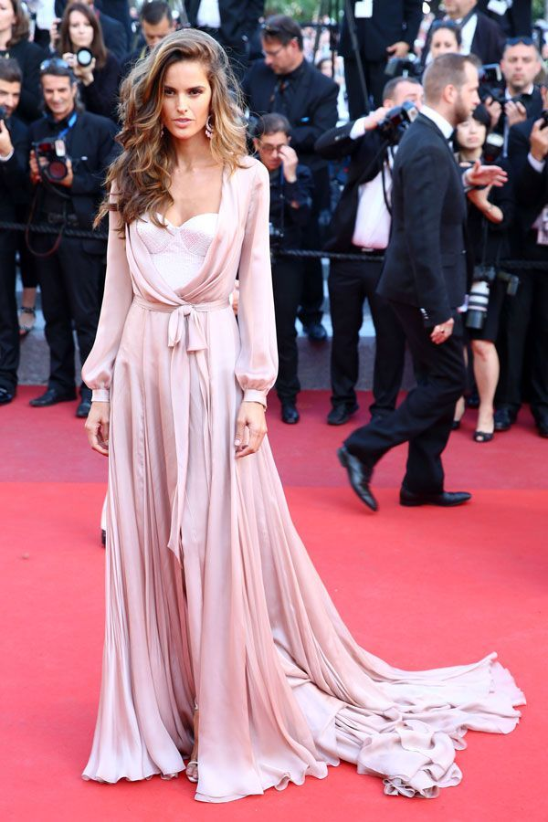 All The Looks From Cannes That Made Us Actually Want To Watch The Movies #refinery29  http://www.refinery29.com/2016/05/110633/cannes-film-festival-best-dressed-2016#slide-11  Izabel Goulart...