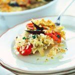 Ecco un ottimo piatto unico al forno: la tiella di riso, patate e cozze. Scopri la ricetta di questa gustosa specialità pugliese su Sale