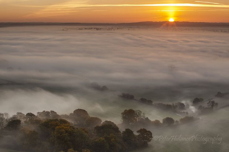 https://flic.kr/p/hJnnvM | Sunrise Over the Wiltshire Countryside | By way of a break from shots from the forest last Saturday I started the day overlooking the Pewsey Vale. Unusually, these days I was the only photographer on the hill.......bliss! Look what they all missed!