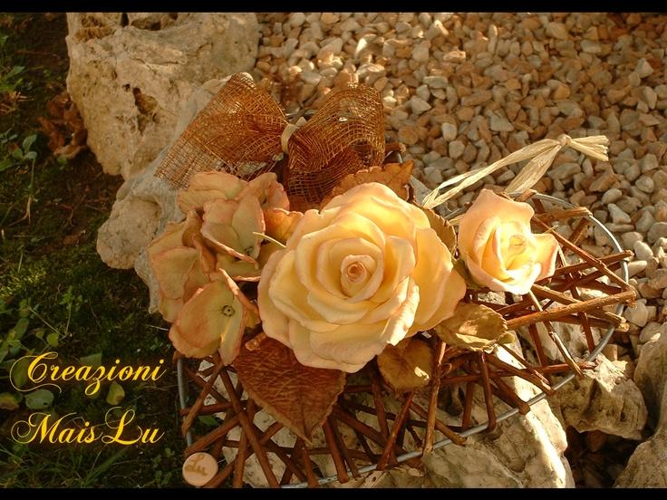Cuore con rose ed ortensie