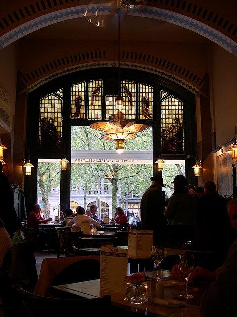 52 best images about art deco lamps on pinterest ceiling for Deco restaurant americain