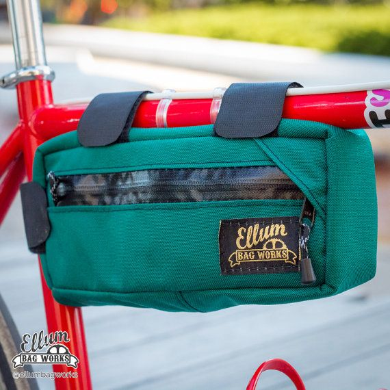 The Carryout Frame Pack pack is the right size for your wallet and keys, any flat tire repair kits, a couple of cans of beer, falafel and fries, or some needed trail snacks! Just throw in what you want to pack in the Carryout, and just enjoy the ride. This modern frame pack has a small