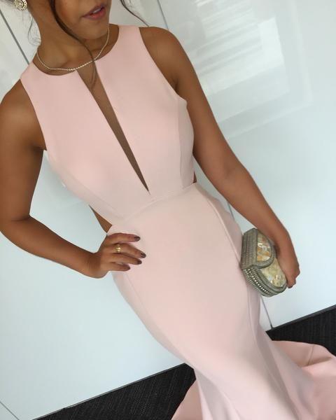 O Dress Claire é feito com crepe de seda importado, detém forro duplo que não marca. O tecido contém 10% elastano, que se adequa perfeitamente ao corpo.