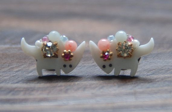 Cute baby fox shell earrings. cubic.beads mix by bijouroom on Etsy, $18.00