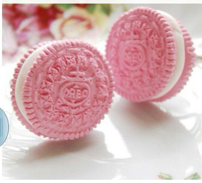 Yesssss! Come here to my mouth. Yummy!! P!NK Oreos ✮∙ẗℍ!йḲᖮℕ∙¶!ℼḰ∙✮