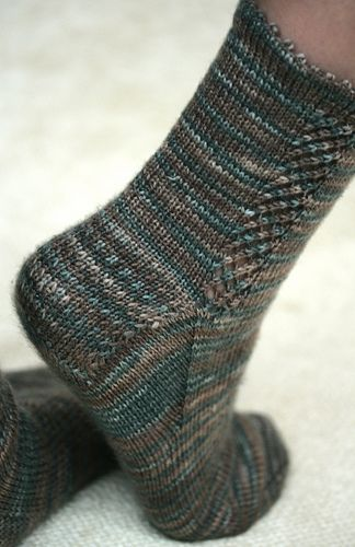 Dublin Bay sock pattern by Mossy Cottage Sock Patterns. FREE download here: http://www.nwkniterati.com/movabletype/archives/MossyCottage/DublinBay4.pdf