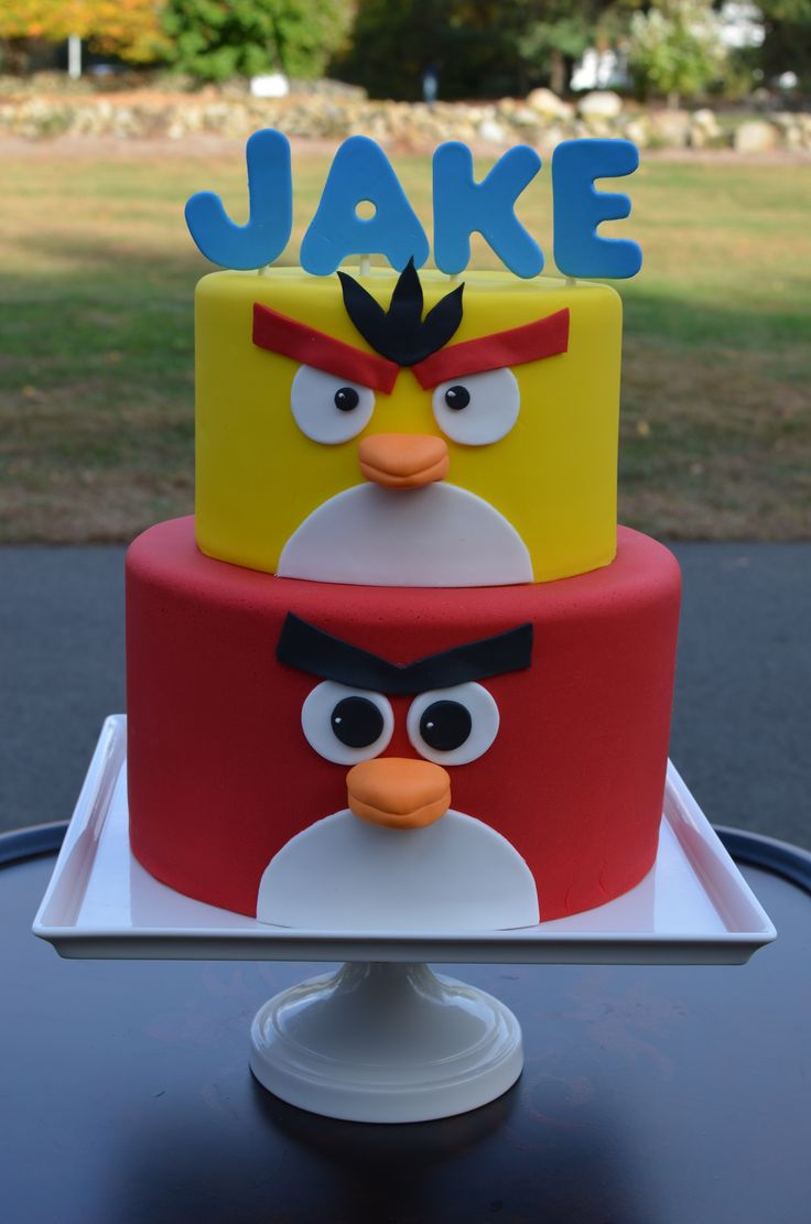 Best 25 angry birds cake ideas on pinterest all angry for Angry bird birthday decoration ideas