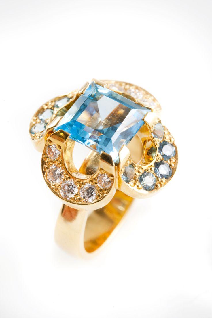 Kohde 1001 Helanderin Toukokuun huutokauppa: Catherina Jagellonica sormus, sininen topaasi. Kultaseppä Kari Heinonen, Ofelia Jewelry.