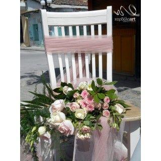 Ρομαντική διακόσμηση καρέκλας με σύνθεση με φυσικά άνθη