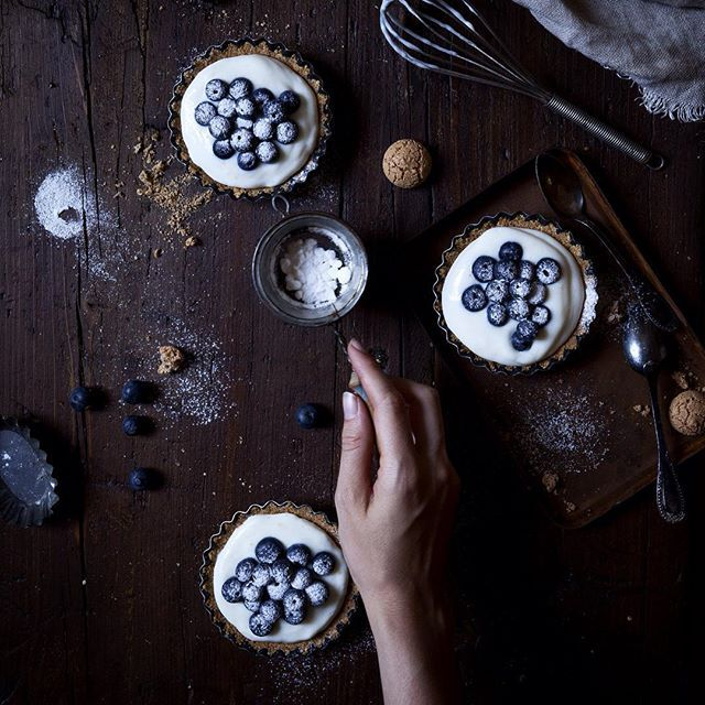 No-bake Blueberries & Greek Yogurt-ricotta Cream Tartellette With Amaretti Cookies
