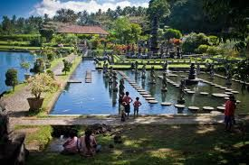 Tirta gangga is a beautiful tourist spot with a fish pond, a pond for swimming and we are surrounded by way of skipping rocks in the pool available<3