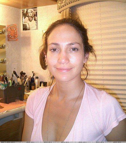People : Jennifer Lopez sans maquillage, méconnaissable.