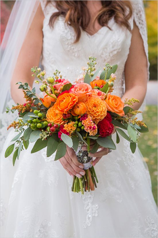 bright orange bouquet @weddingchicks