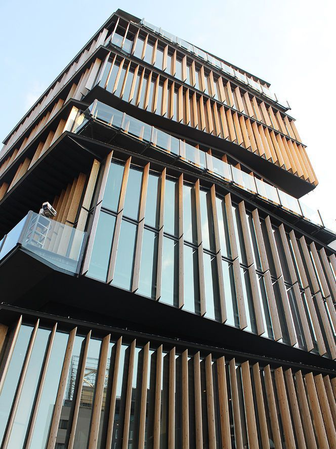 Kengo Kuma - assimetria A different direction for Kengo Kuma. I've always loved his use of traditional wood - but this style is great too!