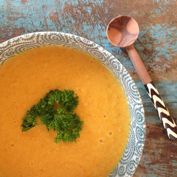 Van deze zonnig gekleurde soep wordt je echt heel vrolijk en de smaak is ook nog eens fantastisch!