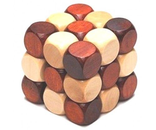 Fából készült logikai építőjáték, melynek célja, hogy a fa kígyót fa kockává alakítsuk.
