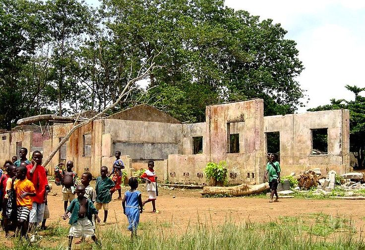 A school in Koindu destroyed during the Civil War; in total 1,270 primary schools were destroyed in the War.[45]