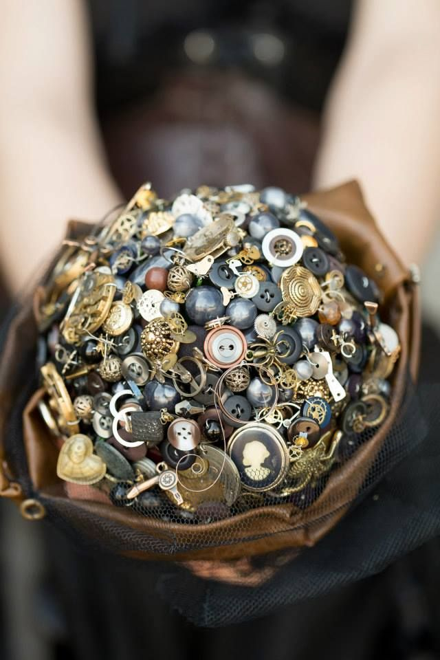 Gorgeous and intricate #steampunk button + brooch wedding #bouquet from Pumpkin and Pie.