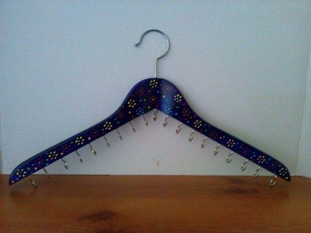 Gancho de madera decorado para colgar collares lo - Como colgar collares ...