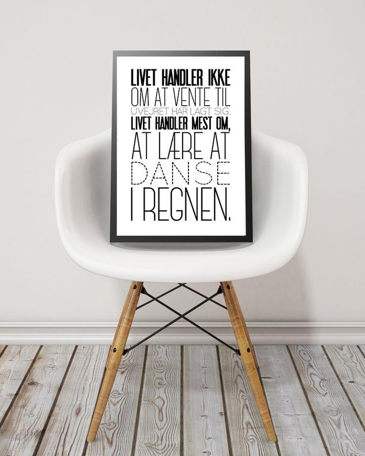 """Det er blevet januar og for mange, tid til ny motivation og nye mål. Her kan det være en god ide at omgive dig med motiverende citater. Vi har plakater som passer til mange forskellige målsætninger.   """"Livet handler ikke om at vente til uvejret har lagt sig. Livet handler mest om, at lære at danse i regnen"""" måler 30 x 40 cm og koster 249,- (fri fragt)"""