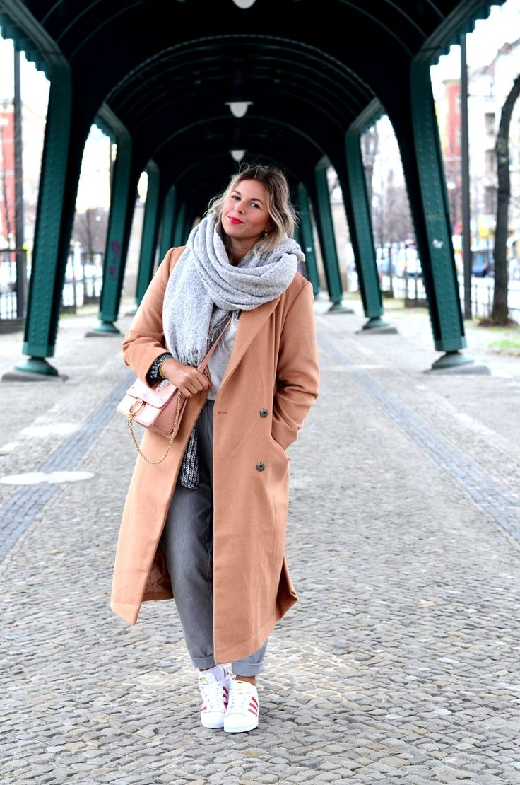 Fashionzauber-Streetstyle-Berlin-oversize-maxi-coat-pants-grey-adidas-supestar-mode-fashion-blog-germany-lookbook