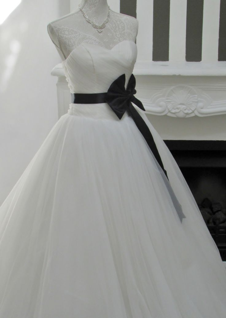 By adding a coloured ribbon it will accentuate your small waist....