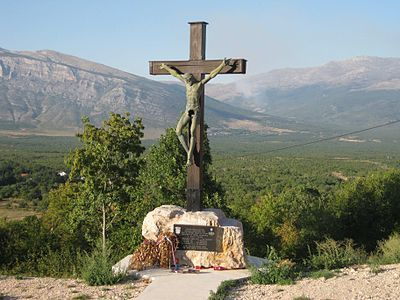 Estatua de Cristo mutilada en la ciudad de Kijevo, durante la Guerra Croata de Independencia. 1991