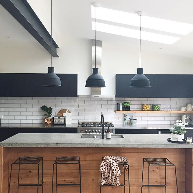 Had to post a pic of this beaut kitchen that I had the pleasure of sourcing some products for & also styling for a Your Home & Garden Magazine shoot recently ✔️ #dunedinhome #yourhomeandgarden #mintsixinteriors #kitchendesign