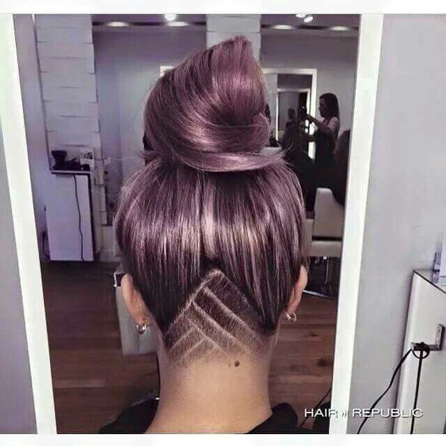 Beautiful Undercut! I really like the shape of this, her color is beautiful too. Hair gooals!!