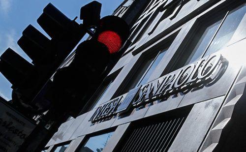 Объявление Intesa поставило новые вопросы ксделке по«Роснефти» http://mnogomerie.ru/2016/12/21/obiavlenie-intesa-postavilo-novye-voprosy-k-sdelke-po-rosnefti/  Банк Intesa, считавшийся основным кредитором иностранных покупателей доли в«Роснефти», неожиданно сообщил, чтоникаких денег недавал. Сделку могли профинансировать российские банки, говорят аналитики Intesa денег недавал Итальянский банк Intesa Sanpaolo, ранее названный «Роснефтью» иGlencore основным поставщиком финансирования…